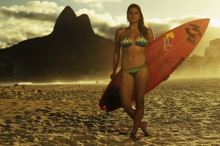 10 de Abril - 1987 — Maya Gabeira, surfista brasileira.