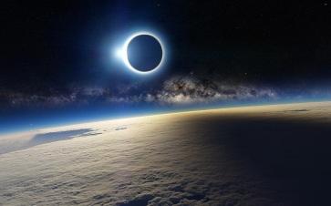 27 de Setembro – 2015 – De noite, ocorre pela primeira vez no Século XXI o eclipse lunar total,