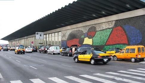 20 de Abril - 1893 – Joan Miró, pintor espanhol - Mural do aeroporto de Barcelona.