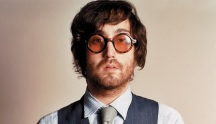 9 de Outubro - 1975 — Sean Lennon, músico estado-unidense, filho de John Lennon e Yoko Ono.