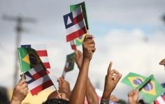 2 de Julho - Independência da Bahia - Bandeiras da Bahia e do Brasil.