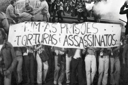 1 de Abril - 1964 — Início do Regime militar no Brasil - Fim às prisões, torturas e assassinatos.