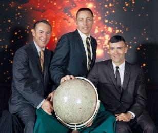 11 de Abril - 1970 — Lançamento da Apollo 13 - Esquerda para direita - Lovell, Swigert, Haise.