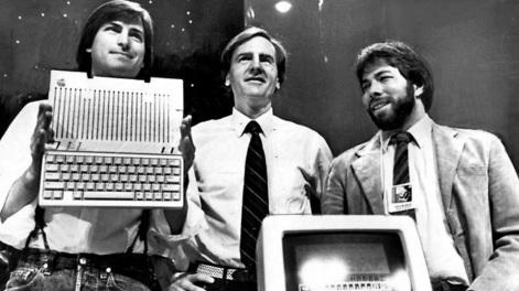 1 de Abril - 1976 — Fundada a Apple Inc. por Steve Jobs, Steve Wozniak e Ronald Wayne.