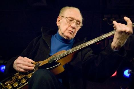 12 de Agosto – 2009 — Les Paul, inventor da Gibson Les Paul (n. 1915).
