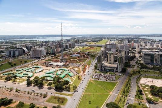 21 de Abril - Brasília — DF - Vista do Eixo Monumental.