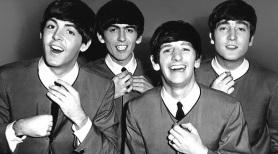 18 de Junho - Paul McCartney - cantor e compositor inglês - com os Beatles.