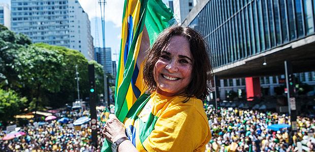 regina-duarte-na-manifestacao-contra-a-corrupcao-na-av-paulista-em-4-de-dezembro-de-2016