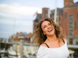 28 de Julho - Daniela Mercury - 1965 – 52 Anos em 2017 - Acontecimentos do Dia - Foto 17.