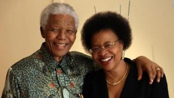 18 de Julho - Nelson Mandela - 1918 – 99 Anos em 2017 - Acontecimentos do Dia - Foto 12 - Com a esposa Graca Machel.