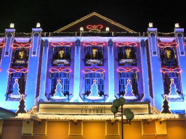 31 de Maio - Cine-Theatro Central, decorado em Dezembro para os festejos de Natal - Juiz de Fora (MG) - 167 Anos.