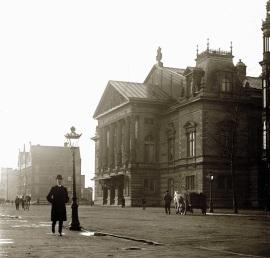 11 de Abril - 1888 - É inaugurado o Concertgebouw em Amsterdã, Holanda.
