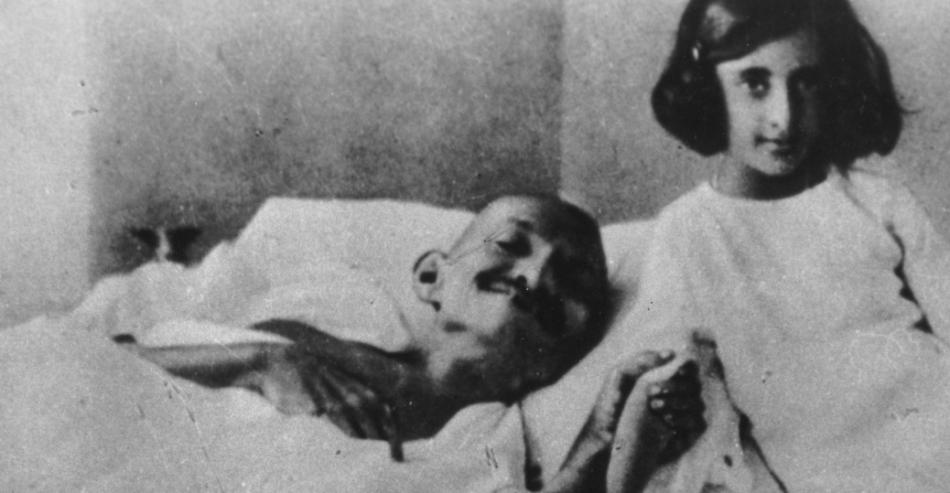 gandhi_and_indira_1924-p
