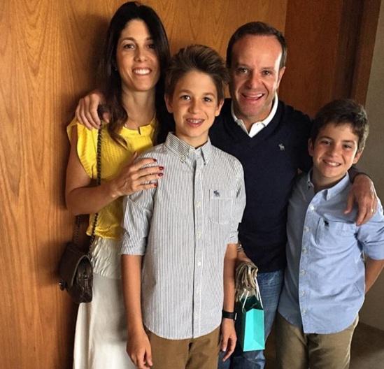 23 de Maio - Rubens Barrichello com a esposa, Silvana Barrichello e seus dois filhos, Eduardo e Fernando.