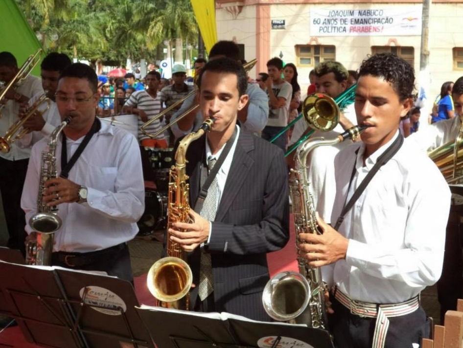 4 de Junho - Banda toca para o público no aniversário de 60 anos da cidade, em 2013 - Joaquim Nabuco (PE).