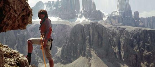 17 de Setembro – Reinhold Messner - 1944 – 73 Anos em 2017 - Acontecimentos do Dia - Foto 20 - Reinhold Messner escalando o Cirspitzen, em 1963.