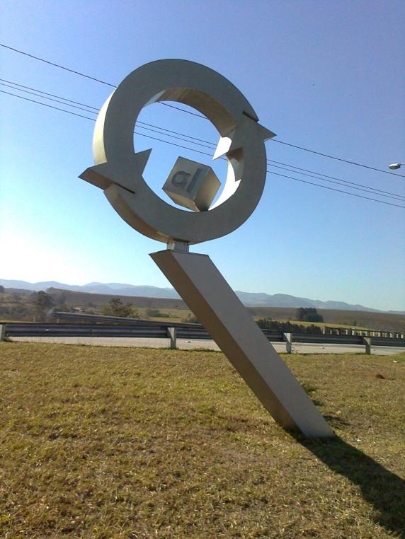 10 de Julho – Símbolo da reciclagem de alumínio em Pindamonhangaba, que é o maior polo de reciclagem de latas de alumínio da América Latina — Pindamonhangaba (SP) — 312 Anos e