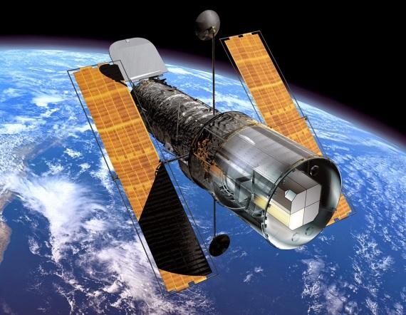25 de Abril - 1990 — Os astronautas da Discovery colocam em órbita o telescópio Hubble.