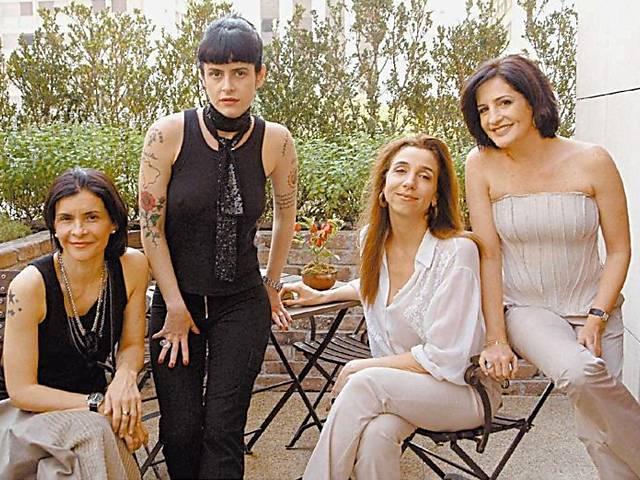 A partir da esq. a cantora Marina Lima, a escritora Fernanda Young, a atriz Marisa Orth e a jornalista Mônica Waldvogel, no Saia Justa do GNT, em 2004