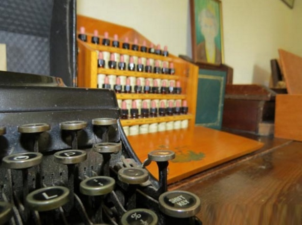 24 de Setembro – Edward Bach - 1886 – 131 Anos em 2017 - Acontecimentos do Dia - Foto 7 - Máquina de escrever do Dr. Bach em Sotwell, Inglaterra.