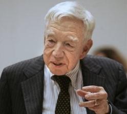 9 de Maio - 2007 — Alfred D. Chandler, historiador norte-americano (n. 1918).