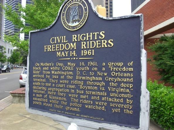 4 de Maio - Placa sobre os Viajantes da Liberdade em Birmingham.