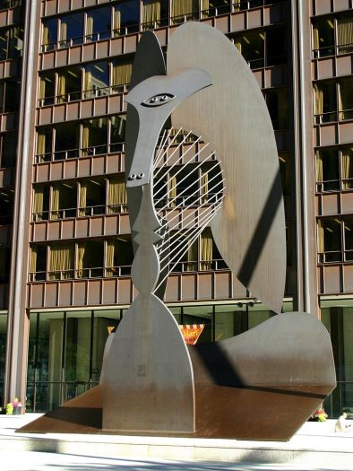 8 de Abril - 1973 — Pablo Picasso, pintor espanhol (n. 1881) - Escultura no Daley Plaza (Chicago, Estados Unidos).