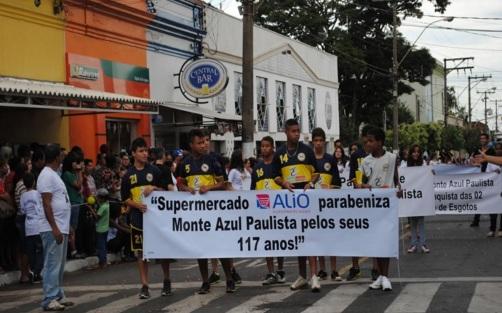 29 de Junho — Desfile no aniversário da cidade em 2013, nos 117 anos — Monte Azul Paulista (SP) — 121 Anos.