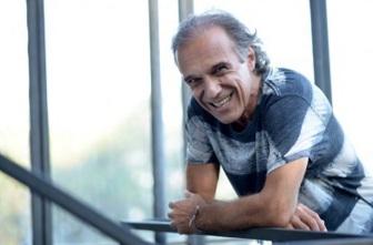 27 de Março - 1951 — Carlinhos Vergueiro, cantor, compositor e produtor musical brasileiro.