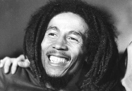 6-de-fevereiro-bob-marley-cantor-e-compositor-jamaicano-close