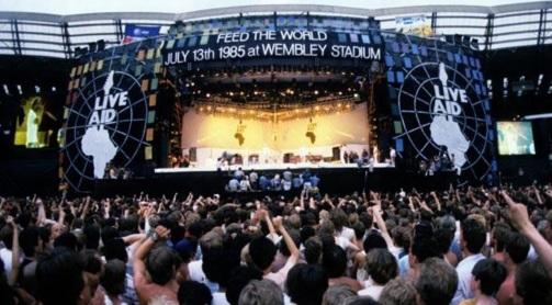 13 de Julho – 1985 – Realização do Live Aid, combinação de artistas lendários da música pop e do rock mundial em prol dos famintos da Etiópia.