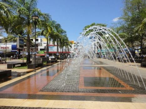 28 de Setembro – Chafariz na praça do centro comercial da cidade — Camaçari (BA) — 259 Anos em 2017.