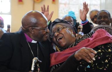 7 de Outubro - Desmond Tutu- 1931 – 86 Anos em 2017 - Acontecimentos do Dia - Foto 11 - Desmond Tutu e sua esposa Leah Tutu.
