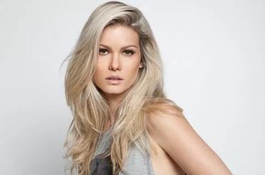28 de Abril - Karen Junqueira Pereira Pinto (Caxambu, 28 de abril de 1983) é uma atriz brasileira.