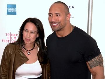 2 de Maio - 1972 — Dwayne Johnson, ator e lutador norte-americano com a esposa Danny Garcia no TriBeCa Film Festival de 2009.