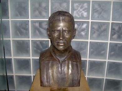 16 de Maio - Busto de Nílton Santos na sede de General Severiano do Botafogo FR.