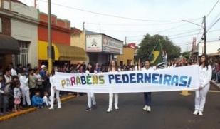 22 de Maio - Desfile Cívico em 2015 — Pederneiras (SP).