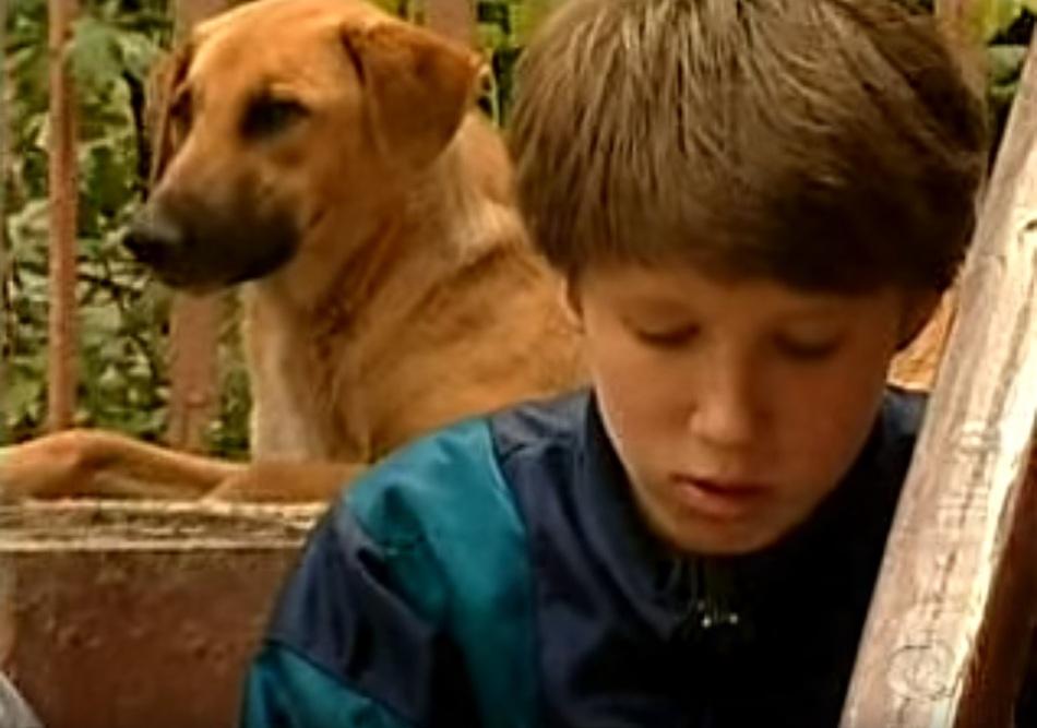 4-de-novembro-oxana-malaya-crianca-selvagem-ucraniana-com-cachorro