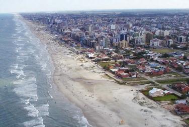 24 de Setembro – Foto aérea da orla e da cidade — Tramandaí (RS) — 52 Anos em 2017.