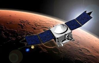 30 de Abril - 2015 — Lançada contra a superfície de Mercúrio, a sonda espacial MESSENGER encerra sua missão de 11 anos ao planeta.