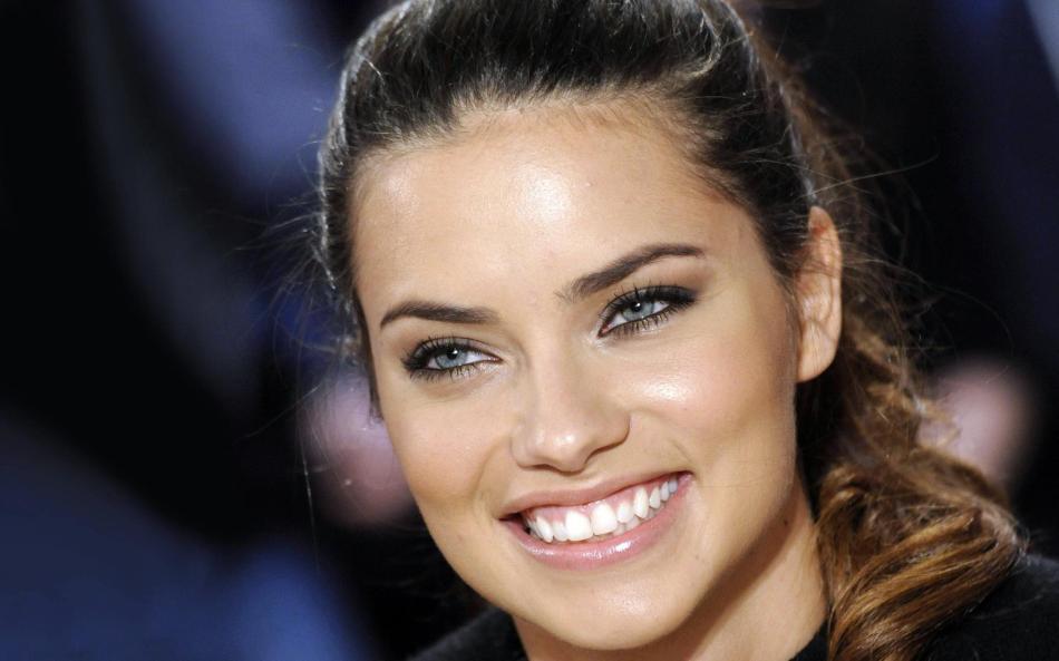 12 de junho - Adriana Lima, modelo brasileira