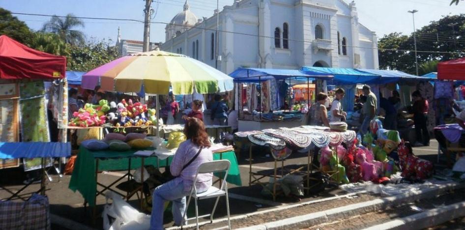 4 de Julho – Venda dos bordados nas ruas da cidade — Ibitinga (SP) — 127 Anos em 2017.