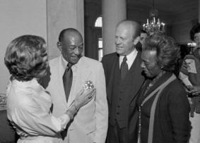 12 de Setembro – Jesse Owens - 1913 – 104 Anos em 2017 - Acontecimentos do Dia - Foto 14 - Jesse e Ruth Owens com o Presidente Gerald Ford e a primeira-dama Betty Ford, em 1976.