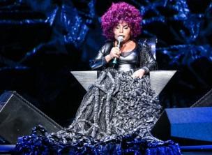 23 de Junho - Elza Soares, cantora, brasileira, no palco.