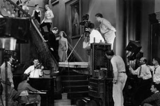 18 de Setembro – Greta Garbo - 1905 – 112 Anos Anos em 2017 - Acontecimentos do Dia - Foto 22 - Greta Garbo durante filmagem.