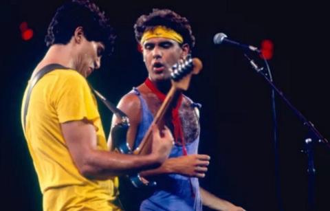21 de Maio - 1962 – Roberto Frejat com Cazuza no palco.