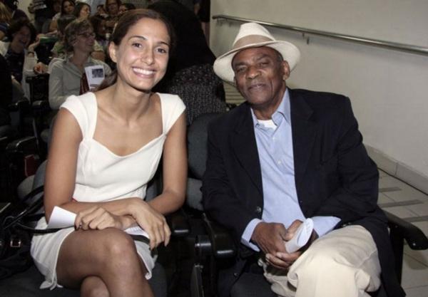 13 de Junho - Camila Pitanga com seu pai, Antonio Pitanga.