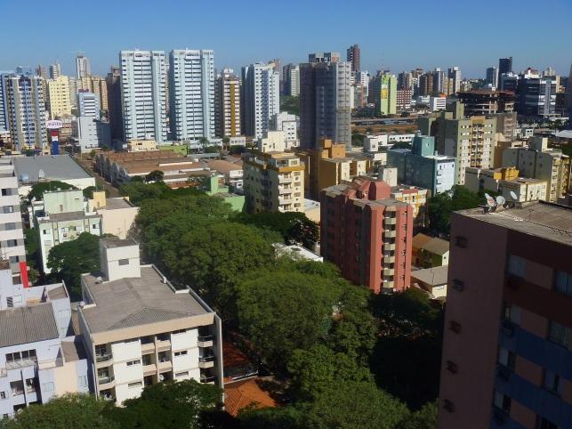 10 de Maio - 1947 - Maringá - PR - O comércio e prestação de serviços são os principais setores econômicos do município.