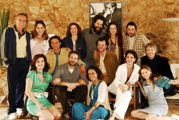 29 de Maio - Debora Bloch cm elenco de 'Queridos Amigos'.