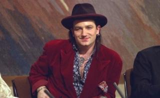 10 de Maio - 1960 - Bono, cantor da banda U2, sem óculos, jovem.